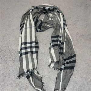 Burberry lightweight scarf